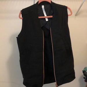 Lululemon departure vest - size 6